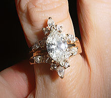 220px-Diamond,_14kG,_wed_eng_anv_RING.JPG