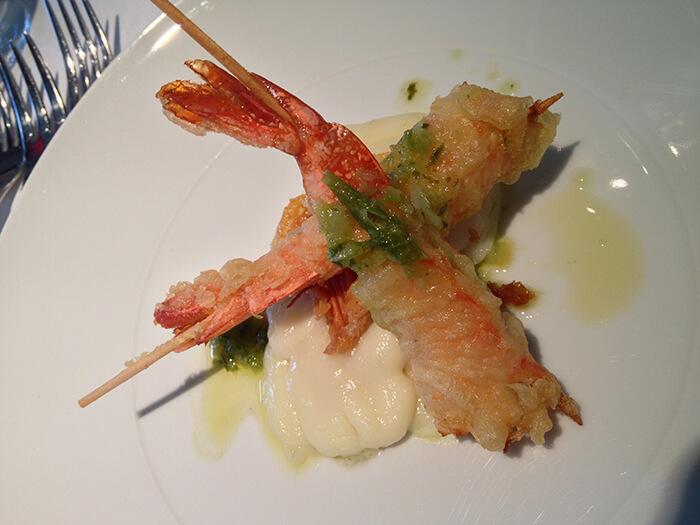 飽滿大隻的蝦身,當然也很適合做炸蝦囉。更適合做成鳳梨蝦球,會比一般白蝦有著更鮮明的口感、以及味覺對比喔。