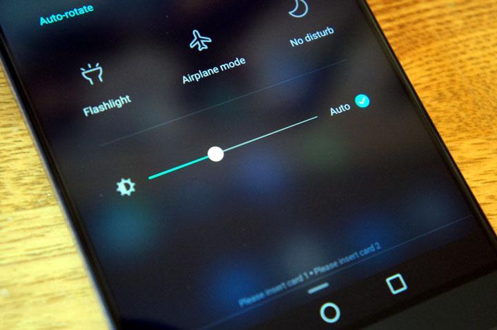 علت داغ شدن گوشی - نور بالای صفحه نمایش