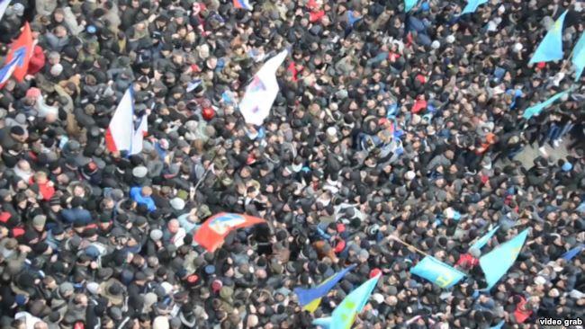 Мітинг під стінами кримського парламенту, Сімферополь, 26 лютого 2014 року