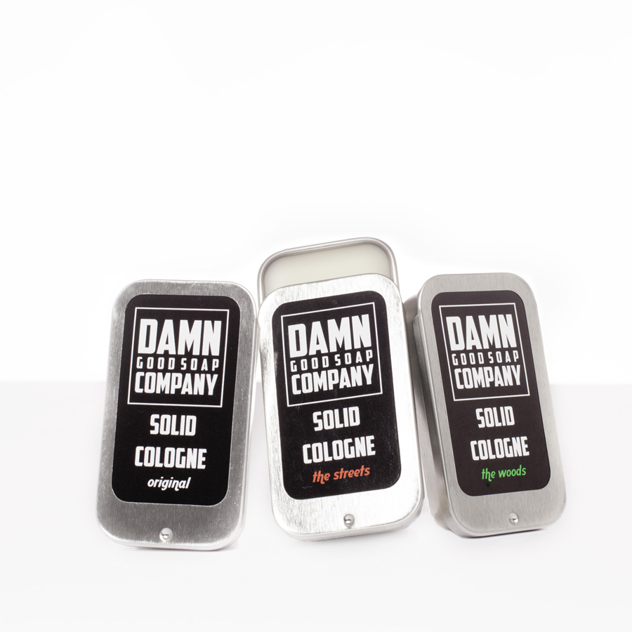 Eaux de cologne sous forme solide de la marque Damn Good Soap Company, parfums original, the streets et the woods