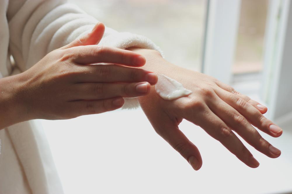Thử sản phẩm lên vùng da nhỏ để kiểm tra độ kích ứng