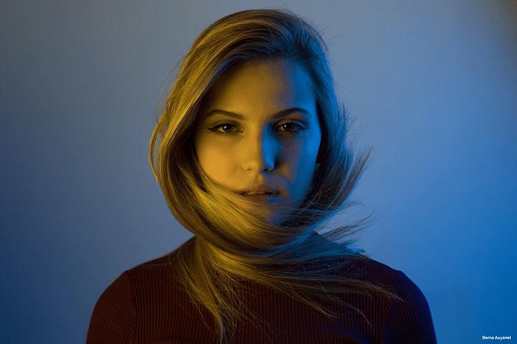 maquillaje y estilismo en la sesión de fotos