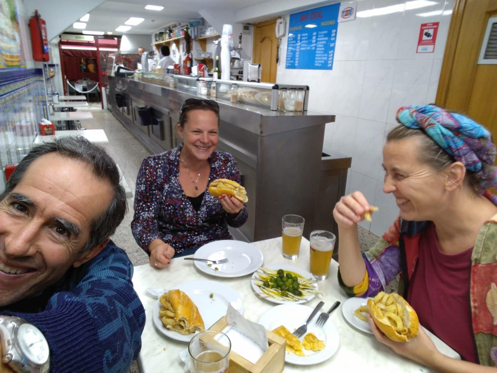 madridi falatozás olivabogyó, tonhalas szendvics.