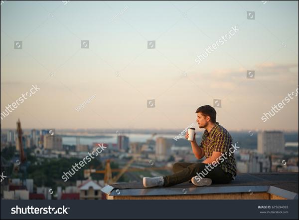 Картинка, на которой изображены человек, сидящий, сидящий, фронт. Описание создается автоматически