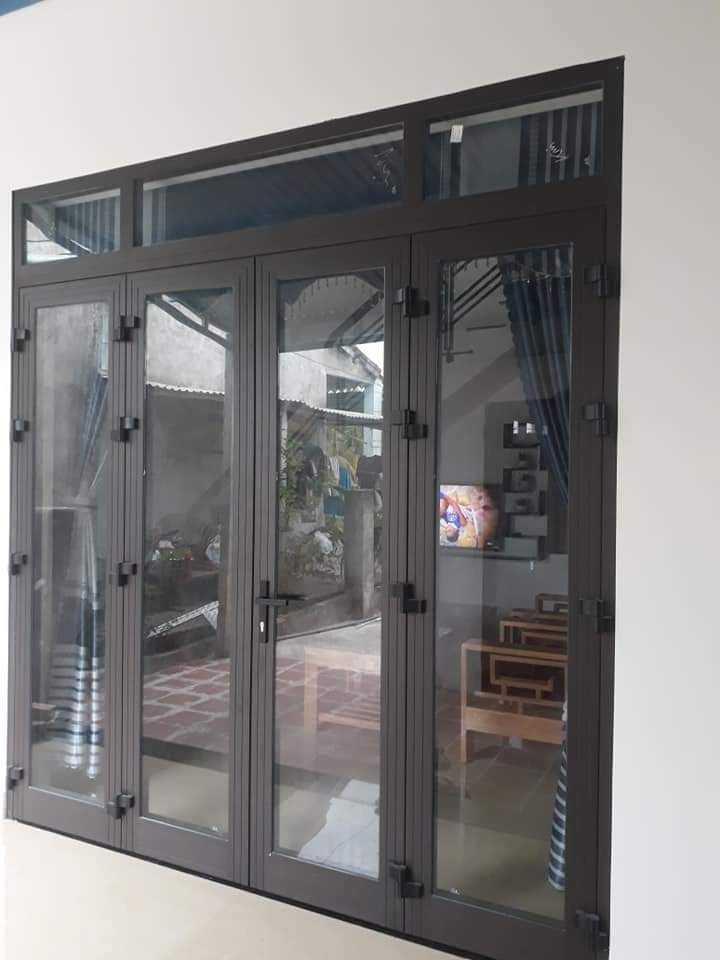 Cửa màu sáng có thiết kế phù hợp với không gian nội thất gia đình