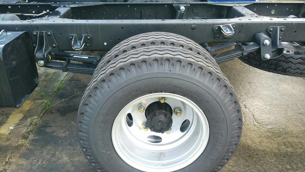 bánh xe của xe tải JAC