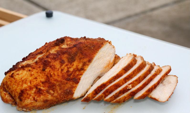 Дієтична куряча пастрома для бутербродів замість ковбаси