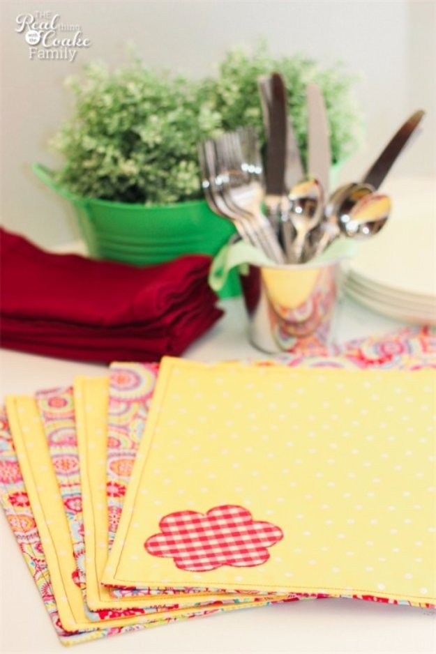 Easy Sewing Projects to Sell - Reversible Place Mats - DIY Sewing Ideas for Your Craft Business. Make Money with these Simple Gift Ideas, Free Patterns #sewing #crafts
