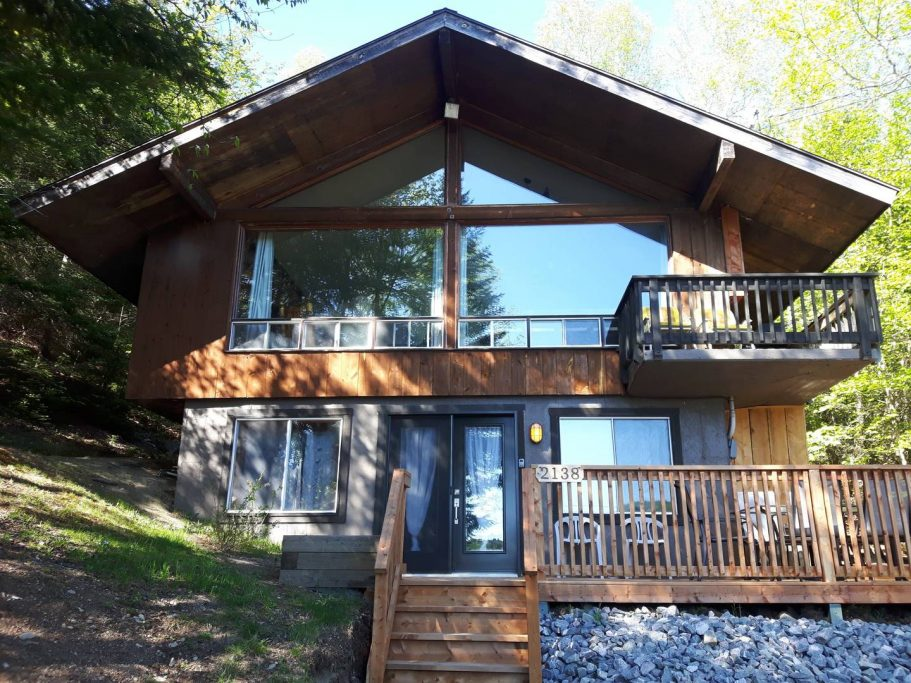 Cottages for rent in the Laurentians of Quebec on WeChalet #1