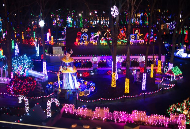 Most Spectacular Holiday Light and Christmas Displays in New Jersey |  MommyPoppins - Things to do in New Jersey with Kids