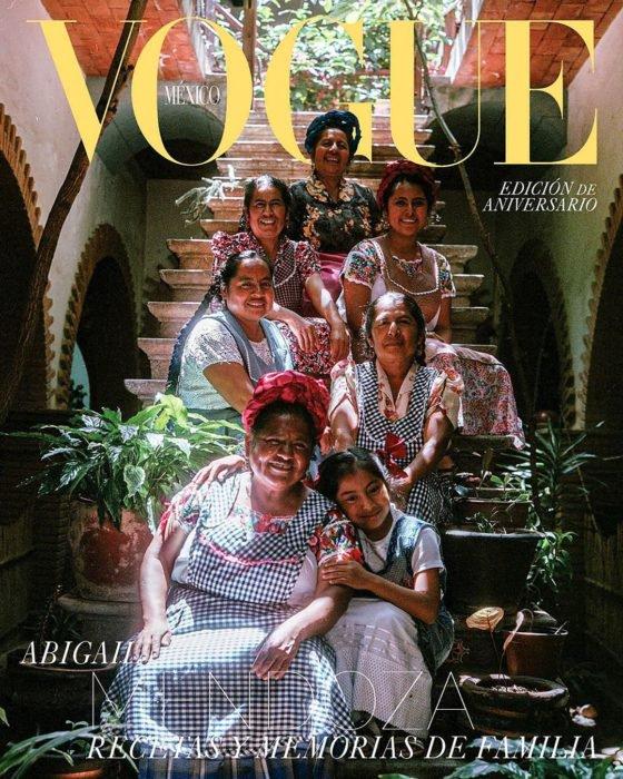 Portada de la revista Vogue México con Abigail Mendoza y sus cocineras