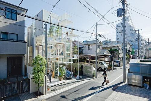 http://interiores.alterblogs.com/wp-content/uploads/2012/02/NA-House-in-Tokyo-1.jpg