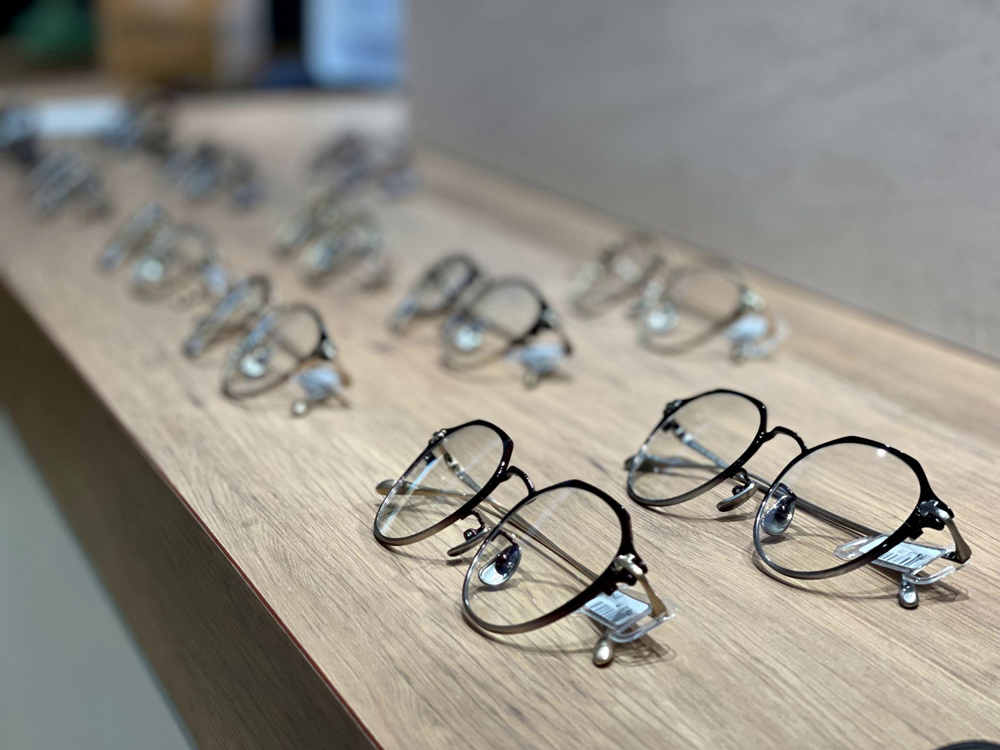 「近くの見え方」にこだわったメガネって?他のメガネとの違いは?