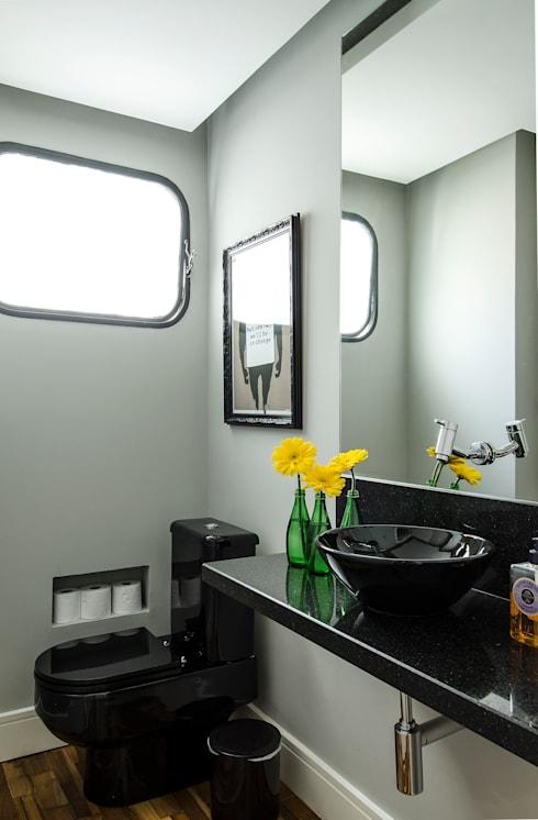 Apartamento Vila Nova Conceição: Banheiros por Marcella Loeb