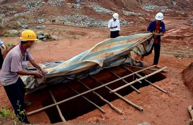 В2007 году вКитае, при попытке расчистить место для постройки магазина IKEA, были полностью уничтожены гробницы возрастом в1800 лет. В2013 году ситуация повторилась при строительстве метро, причём наместе древних захоронений находилась археологическая экспедиция.