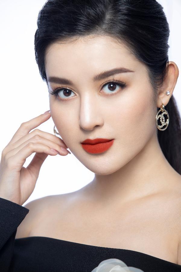 Á Hậu Huyền My tự tin khoe nhan sắc cùng dòng son mới  của mỹ phẩm cao cấp RoZa - Alo Lipstick - ảnh 1