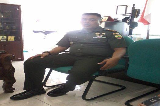 Komandan Distrik Militer (Dandim) 0317 Tanjung Balai Karimun, Letkol (Inf) I Gusti Ketut Artasuyasa Di Ruang Kerjanya @halokepri 2016