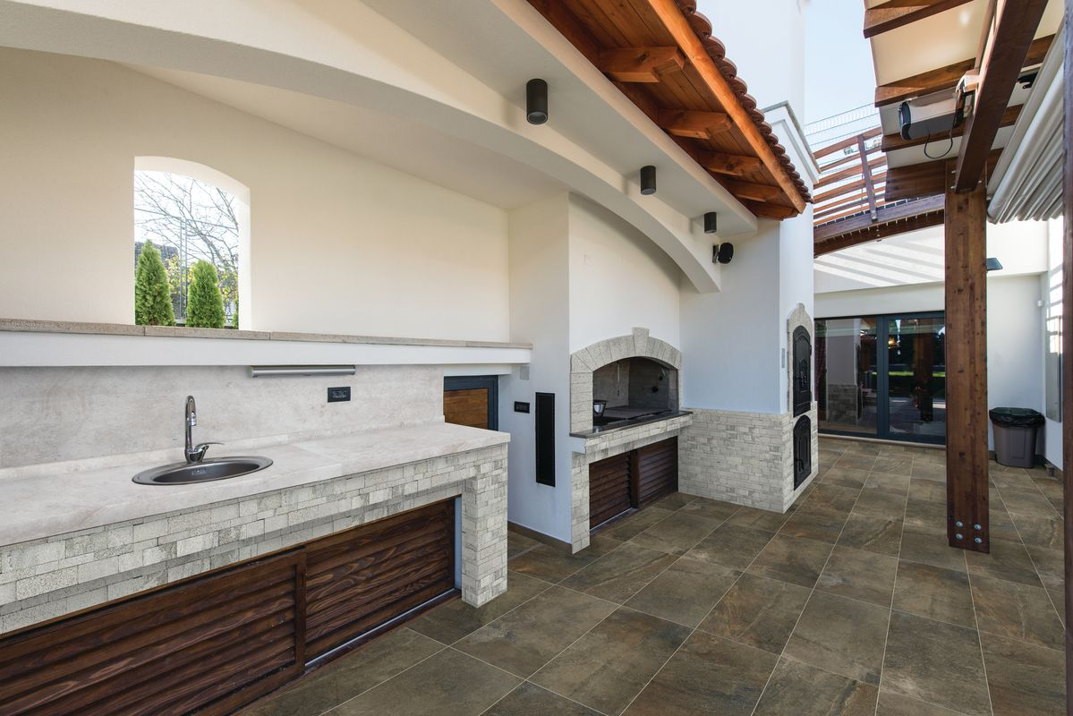 Stone-look tile in an outdoor kitchen