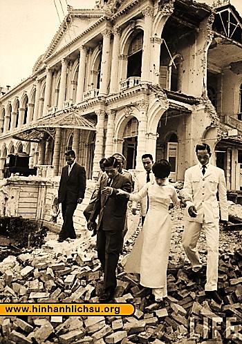 Vụ đánh bom Dinh Độc Lập năm 1962 - Hình Ảnh Lịch Sử - Bộ sưu tập Hình Ảnh  Lịch Sử Việt Nam và Thế Giới