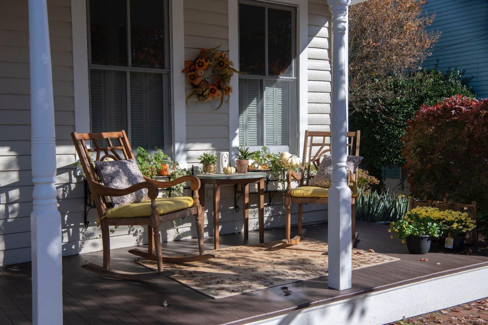 Do you need to upgrade your curb appeal? Your home may look amazing on the inside, but it still can be quite boring on the outside. How long ago did you repaint your walls, re-door the place, and add some interesting accents to your garden? Now may be the best time to do that, and we are going to help you.