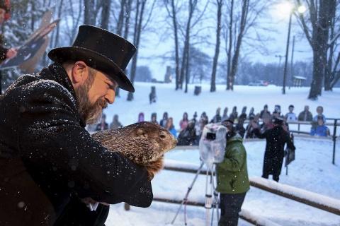Día de la Marmota 2021: Marmota 'Phil' predice que el invierno será largo