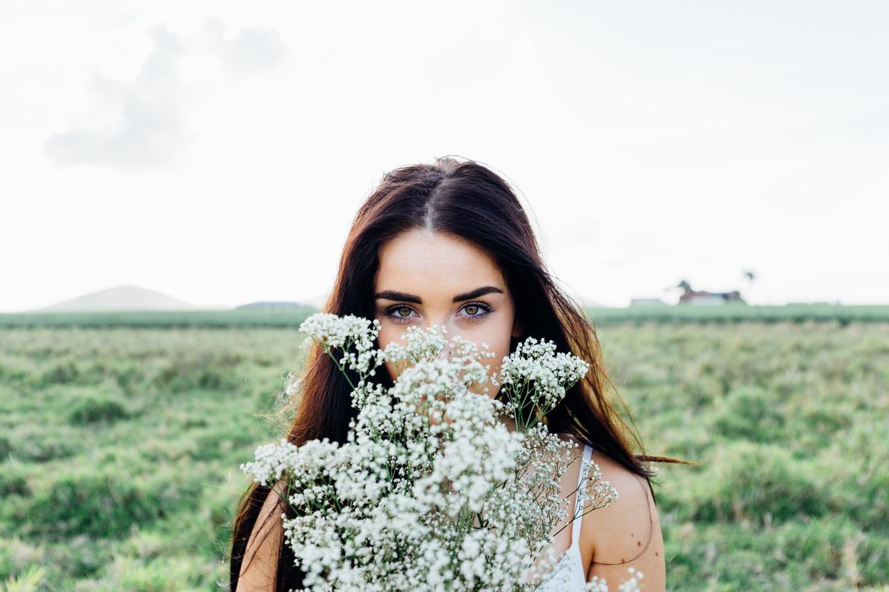 4 Reasons Why Flowers Always Make Women Happy