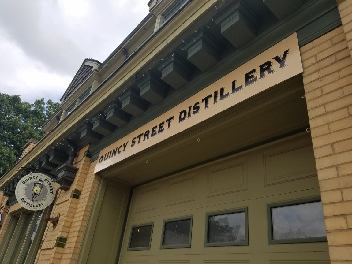 10 Top Whiskey Distilleries in and around Chicago and Quincy Street Distillery