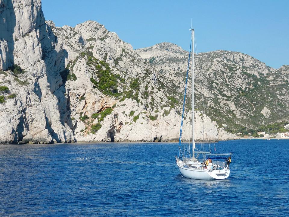 lyon calanques click and boat