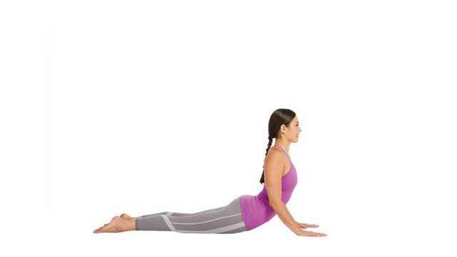 Bài tập yoga chữa bệnh thoát vị đĩa đệm - bài tập rắn hổ mang