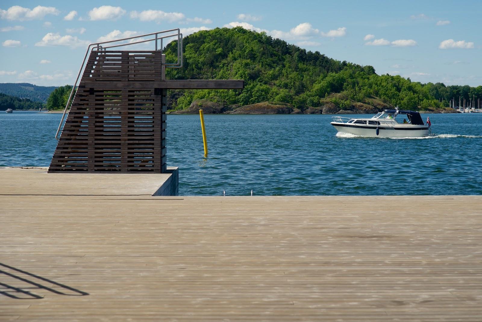 Offentlige bryggeanlegg bygget med vedlikeholdsfrie terrassebord
