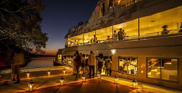 cruise-Zambezi_Explorer_Lounge_gallery2.jpg