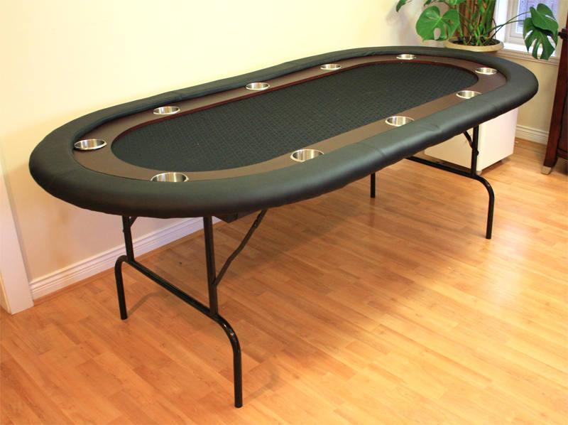 Nên chọn loại bàn poker có khay đựng đồ uống