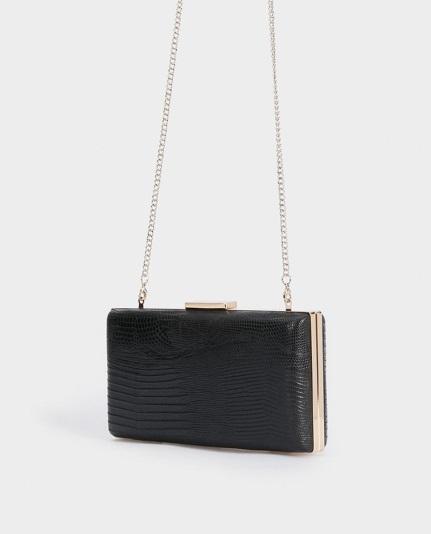 Bolso de mano con broche en color negro