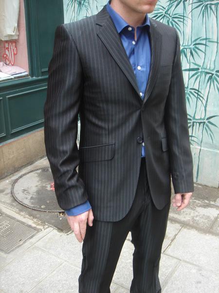 a1beb89ab2eb9 ... Défense à Paris pour voir que 90% des hommes portent des costumes bas  de gamme ou trop grands. C est afficher son ignorance et son absence de bon  goût…