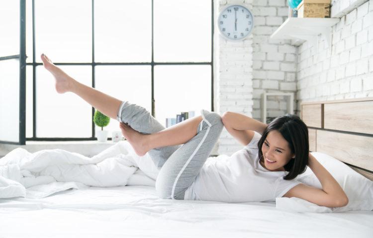 Bài tập thể dục tại nhà giảm cân trên giường – Tưởng đùa nhưng thật