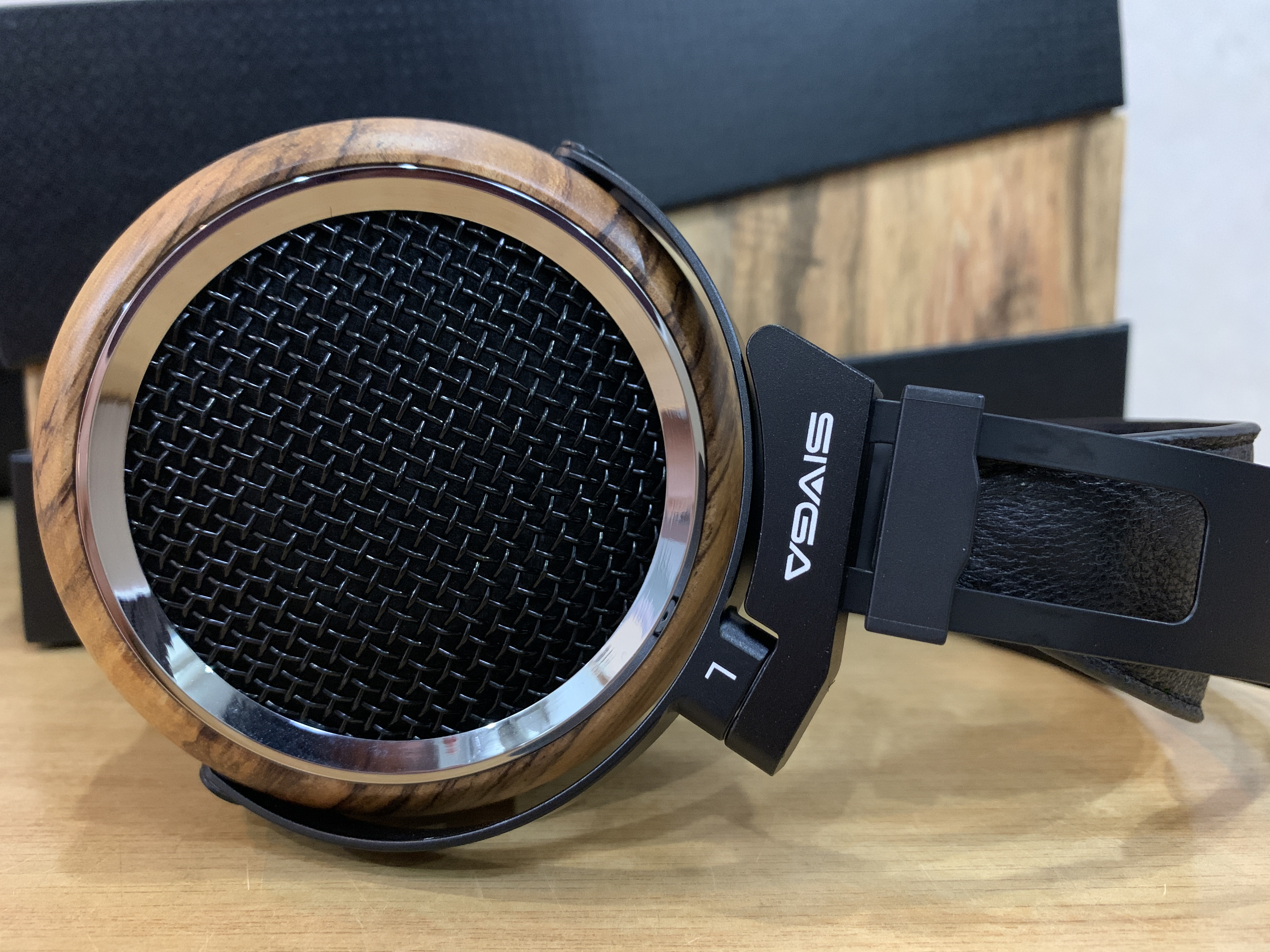 The Phoenix's warm and lush sound signature is definitely one of the selling points of them, together with the premium zebra wood ear cups and comfortable wearing experience.