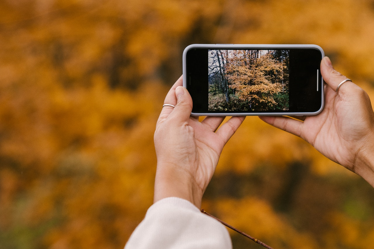 Smartphones shoot with an aspect ratio of 4:3.