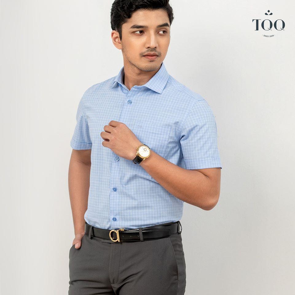 Sơ mi màu xanh nhạt đem lại cảm giác nhẹ nhàng, tinh tế cho nam giới trong mọi hoàn cảnh.