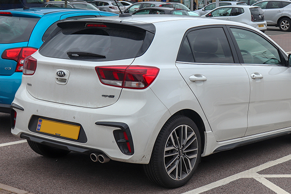 angular-rear-of-the-Kia-Rio-2019