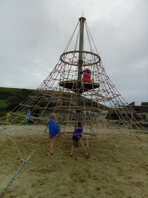 "(<img alt=""west bay in Dorset play park"">)"