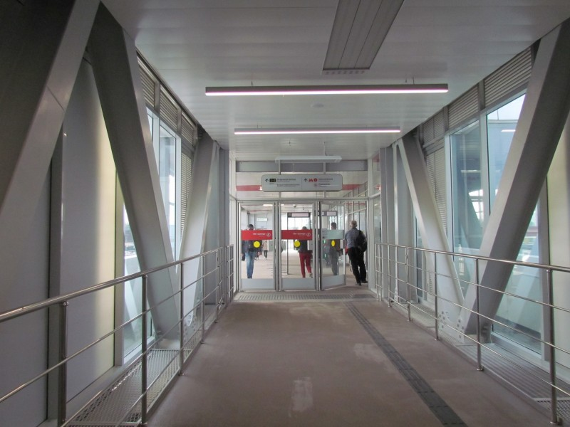 Главный проход от вокзала к метро и МЦК. Здесь проходят 90% пассажиров вокзала.