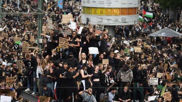 Zehntausende demonstrieren gegen Rassismusberlin.cleaned