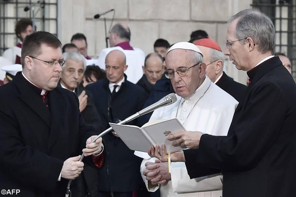 Đức Thánh Cha đến viếng tượng Mẹ Vô Nhiễm ở Roma
