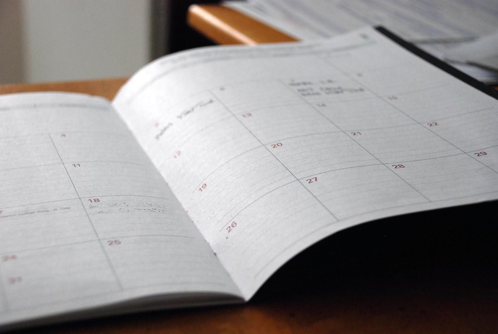 Um planejamento semanal ajuda a gerenciar o tempo e a rotina de forma simples e eficiente