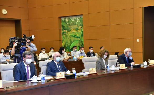 Viện trưởng CIEM đề xuất 3 giai đoạn phục hồi kinh tế Việt Nam: Phải đến năm 2023 mới bình thường hóa chính sách vĩ mô - Ảnh 1.