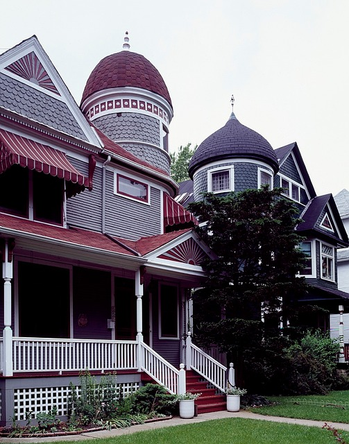 You can find lots of beautiful houses in Hyde Park Chicago.