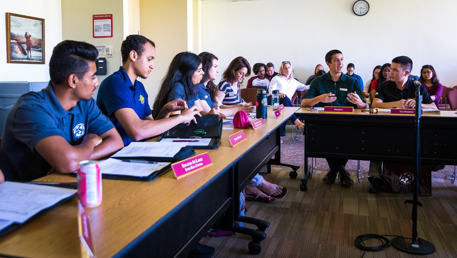 ASI President Farris Hamza leads a Student Government meeting