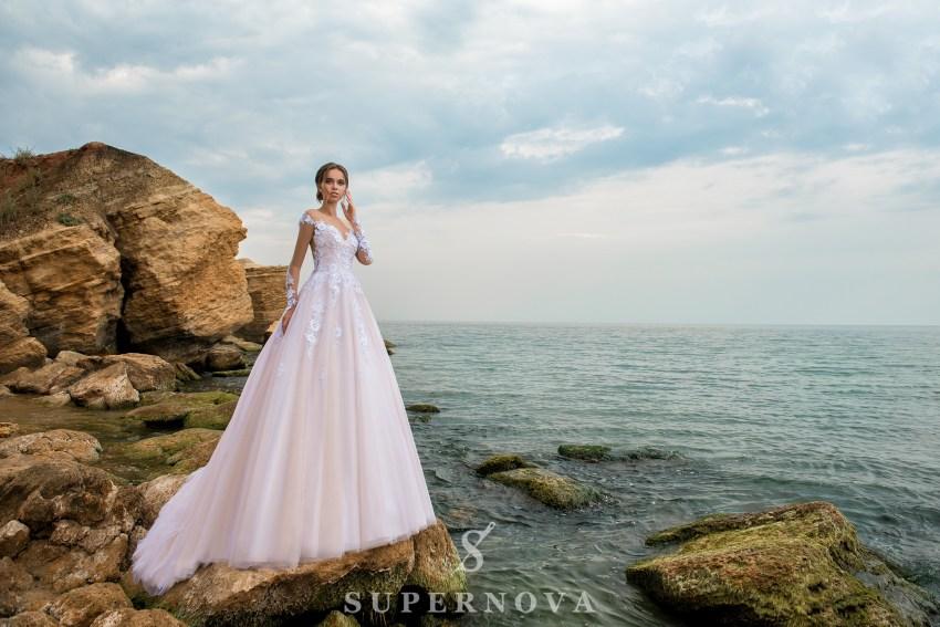 Пудрова весільна сукня оптом від Supernova