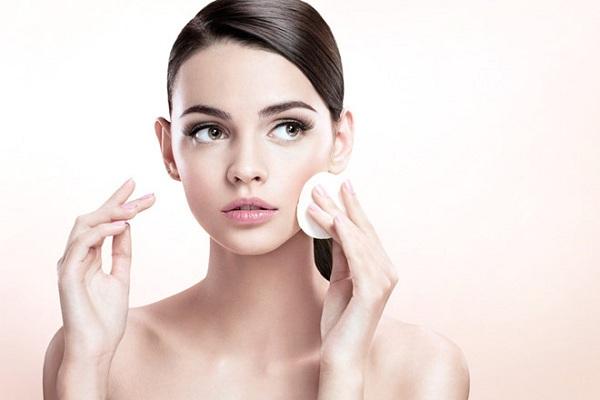 chăm sóc da không đúng cách khiến da nổi mụn